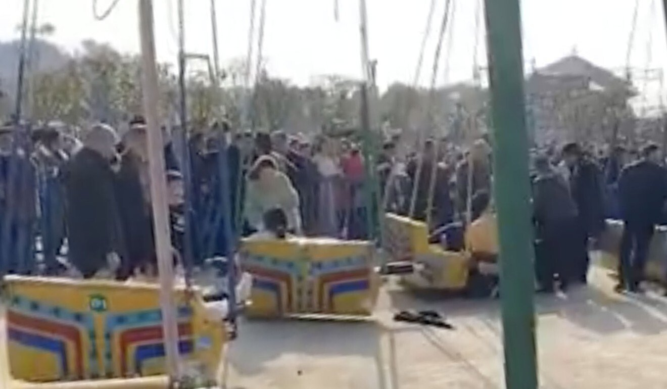 16 injured after Chinese fairground ride collapses