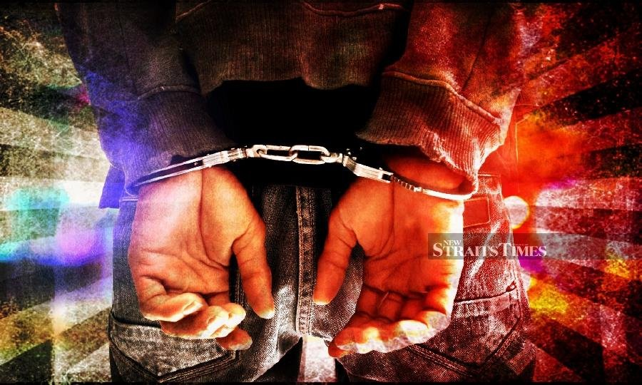 Police arrest, fine 14 for gambling at Sitiawan house
