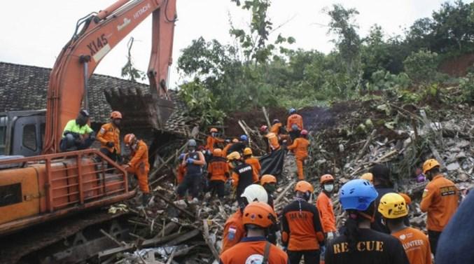 爪哇岛暴雨引发山泥倾泻 至少10死9失踪