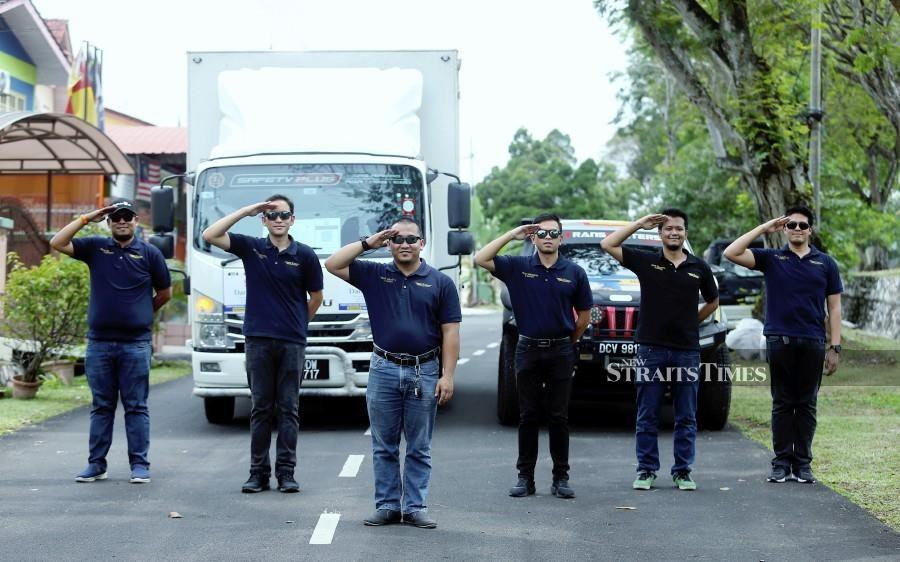 Pilot takes on lorry driver job to make ends meet amid pandemic