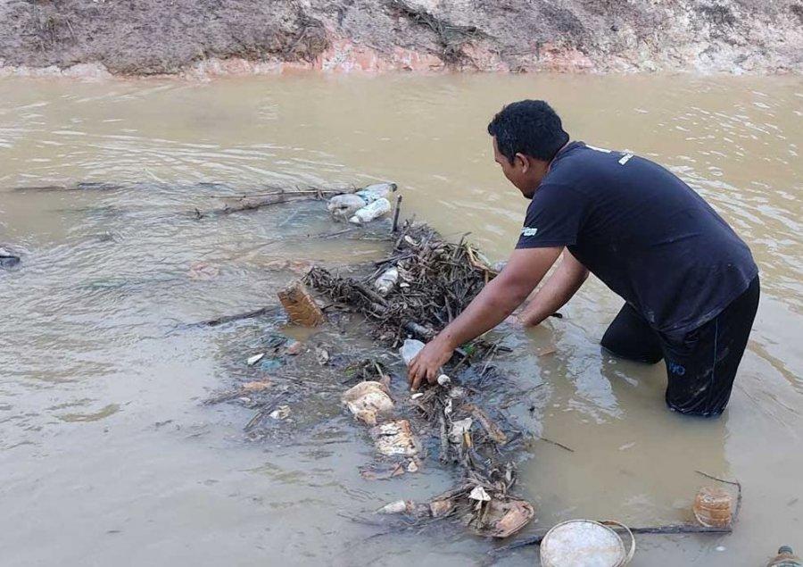 巫裔教师下河清理垃圾 霹雳苏丹亲自致函感谢