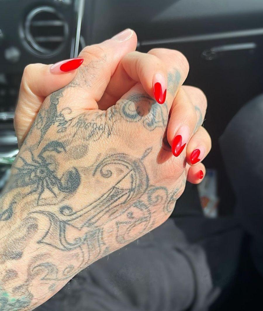 Kourtney kardashian and travis barker confirm they're dating on Instagram