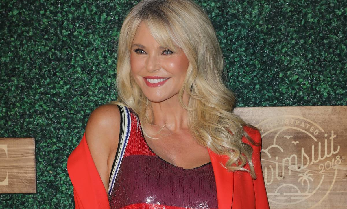 Christie Brinkley shares unbelievable throwback bikini photo - and fans go wild