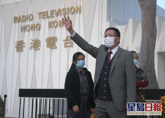 梁家荣挥手告別港台广播大厦 感谢员工吁市民继续支持