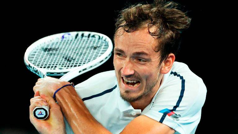 (Video) Medvedev beats heat and Dimitrov while Barty advances