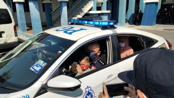 如愿坐上警车 7岁癌童逝世