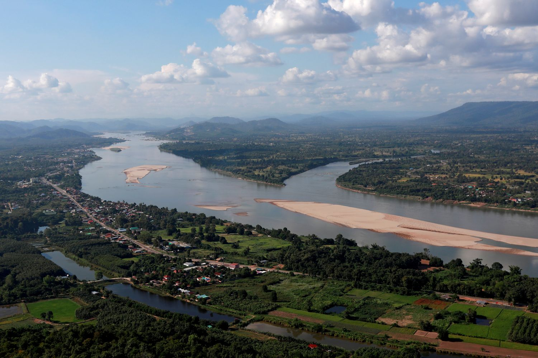 Laos issues new decree on dams