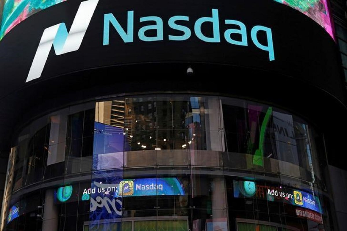 Apple, Facebook drive Nasdaq futures higher as earnings roll in