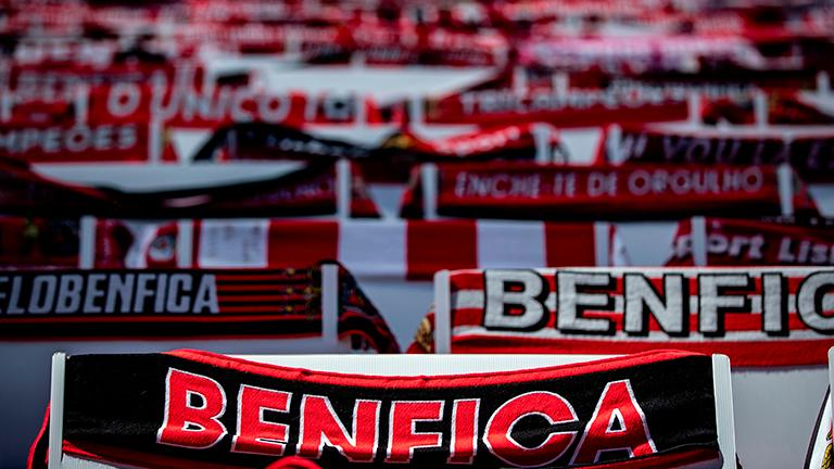Benfica hold on with 10 men at PSV to reach Champions League