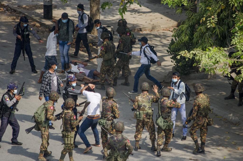 【缅甸军人政变】缅甸军方开始进驻全国多家医院和大学校园