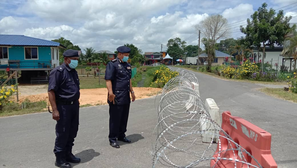 Police roadblocks in place at Phase 2 of Sentosa Resettlement Scheme for EMCO, residents cooperating