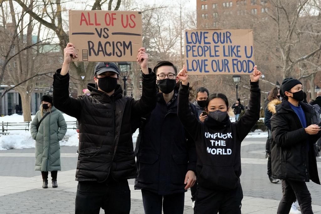 """美国亚裔抗议""""仇恨犯罪"""" 数百人上街抗议"""