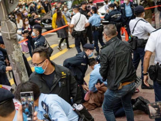 贤学思政等旺角摆街站 29岁男涉袭警等3罪被捕获准保释