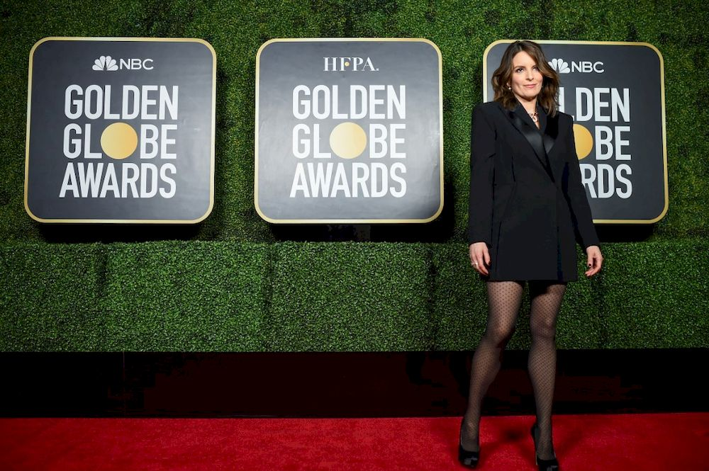 Golden Globes open with first bi-coastal ceremony