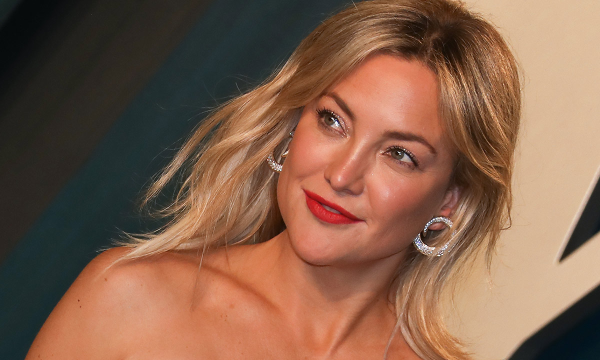 Kate Hudson strips down for candid Golden Globes afterparty photo