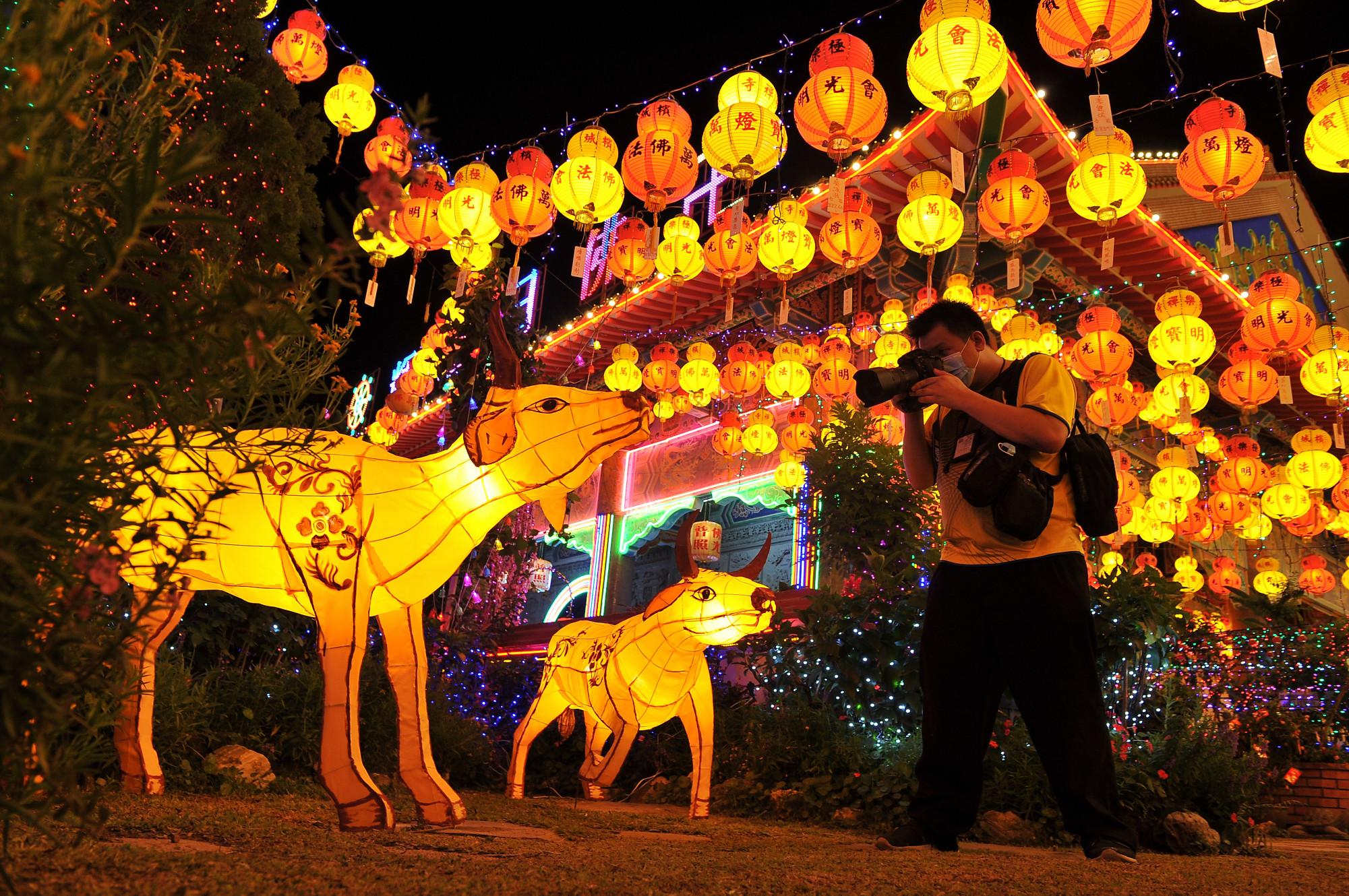 槟从MCO转为CMCO 极乐寺延续亮灯供民众参观