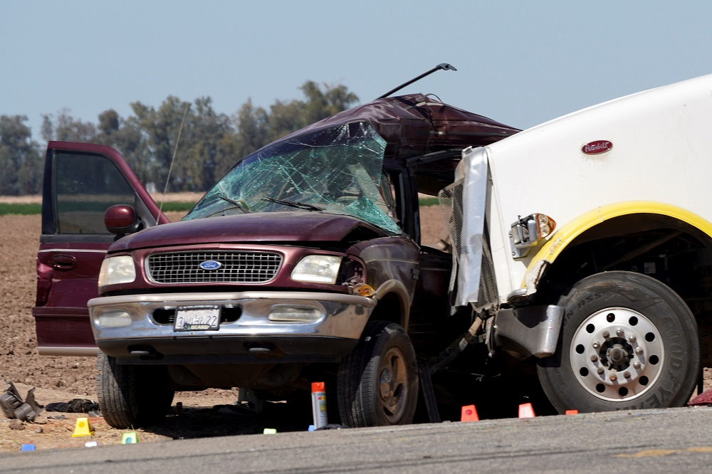 Thirteen die in collision of truck, crowded SUV near US-Mexico border