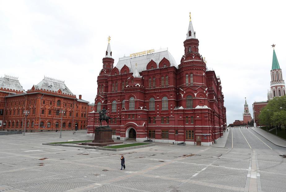 Kremlin shrugs off impact of U.S./EU sanctions, but pledges retaliation