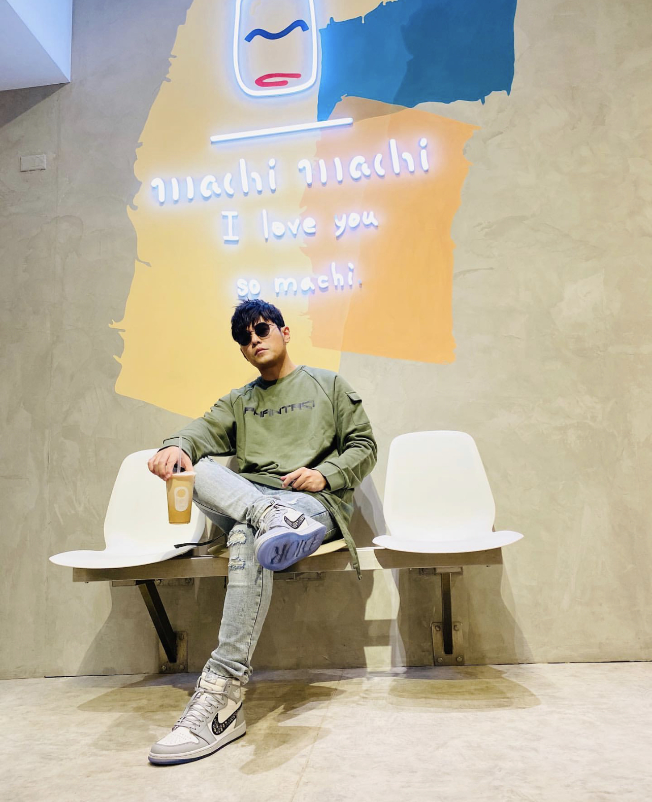 JJ Lin Takes Mum To Jay Chou's Favourite BBT Store Here; Jay Asks If They're Waiting For Him To Come Visit