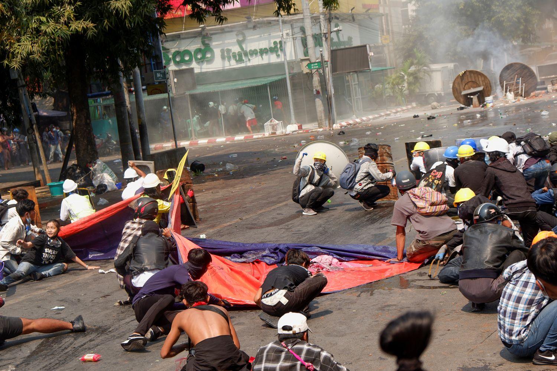 Nineteen Myanmar police seek refuge in India