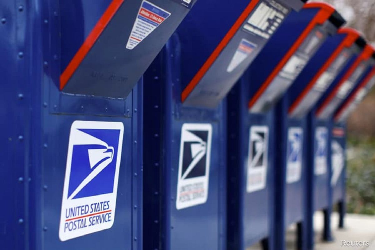 Big trade in Oshkosh shares before Postal award spurs questions