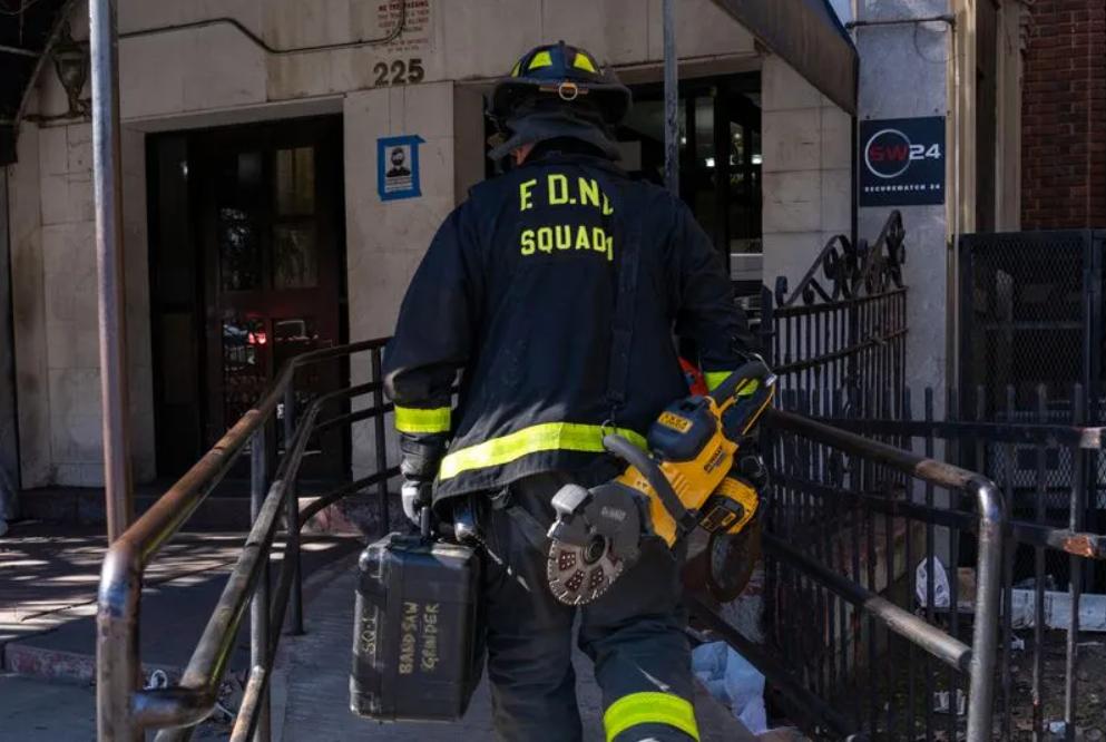 为租户到电梯井捡手机 美国大厦管理员惨遭夹死