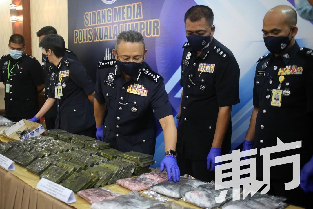 德士司机结伙贩毒 警捕4人起342万毒品