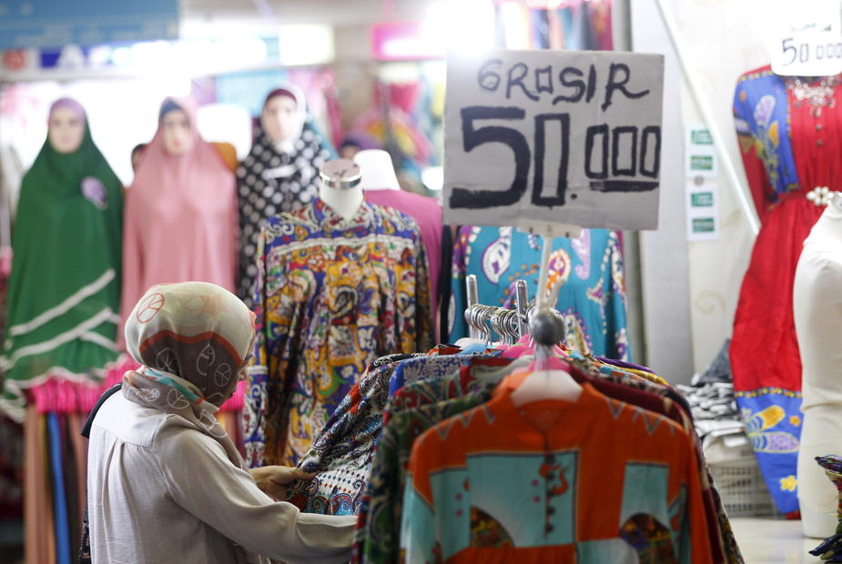 Drop in Indonesia retail sales moderates in January