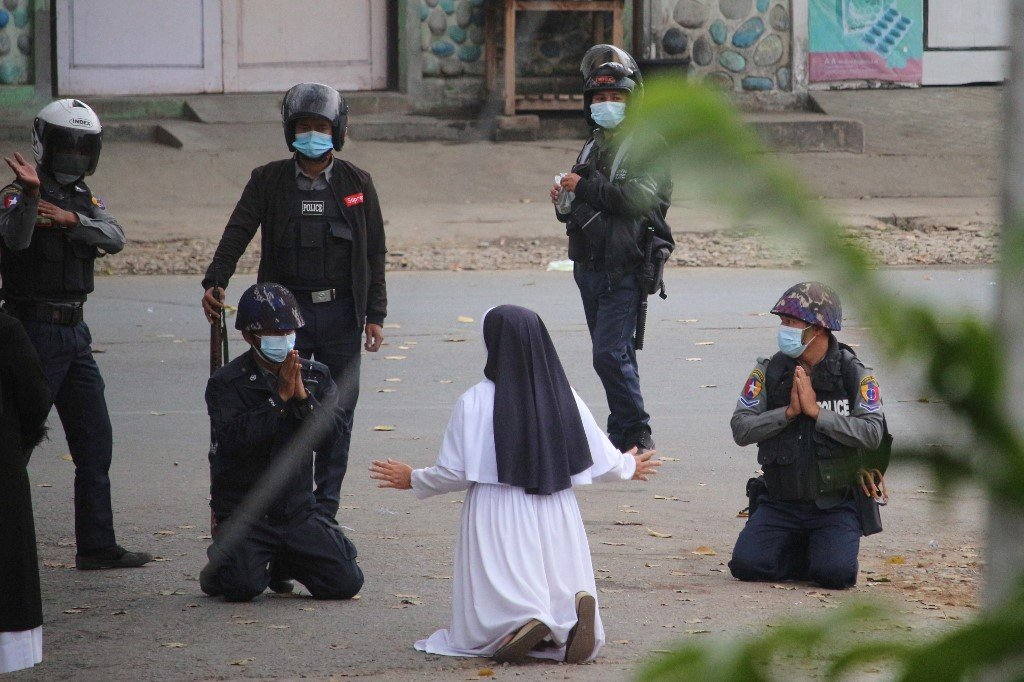 Nun kneels before Myanmar police, begging them not to hurt protesters