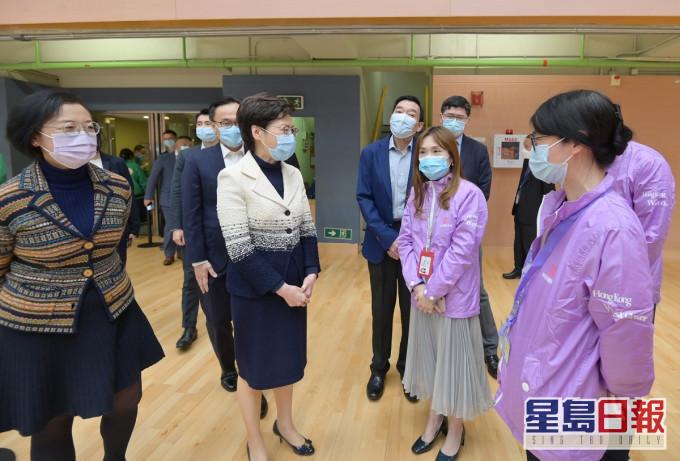 林郑月娥到西环復必泰疫苗中心视察