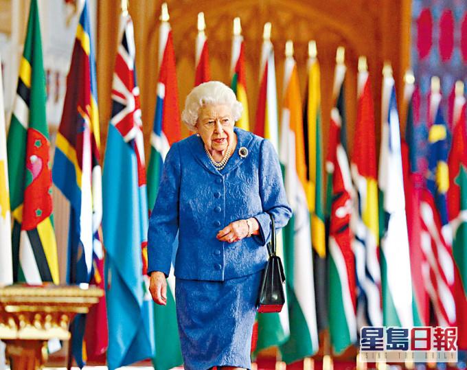 英女皇首度回应梅根专访 承诺严肃处理种族问题