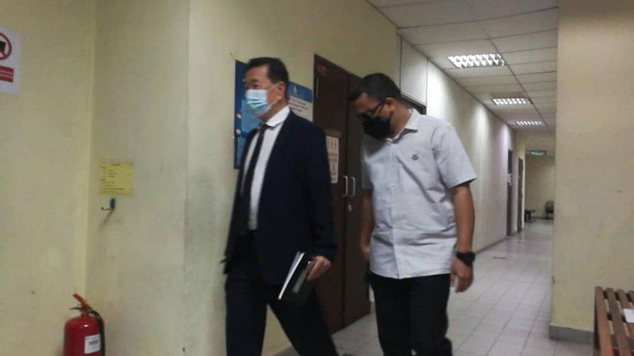 推荐胞弟公司采购2.5万清洁用品 卫生局官员控8罪