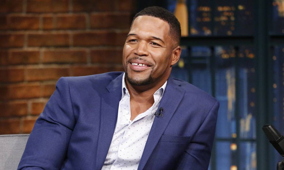 Michael Strahan gets fans talking with powerful message: 'What's your excuse?'