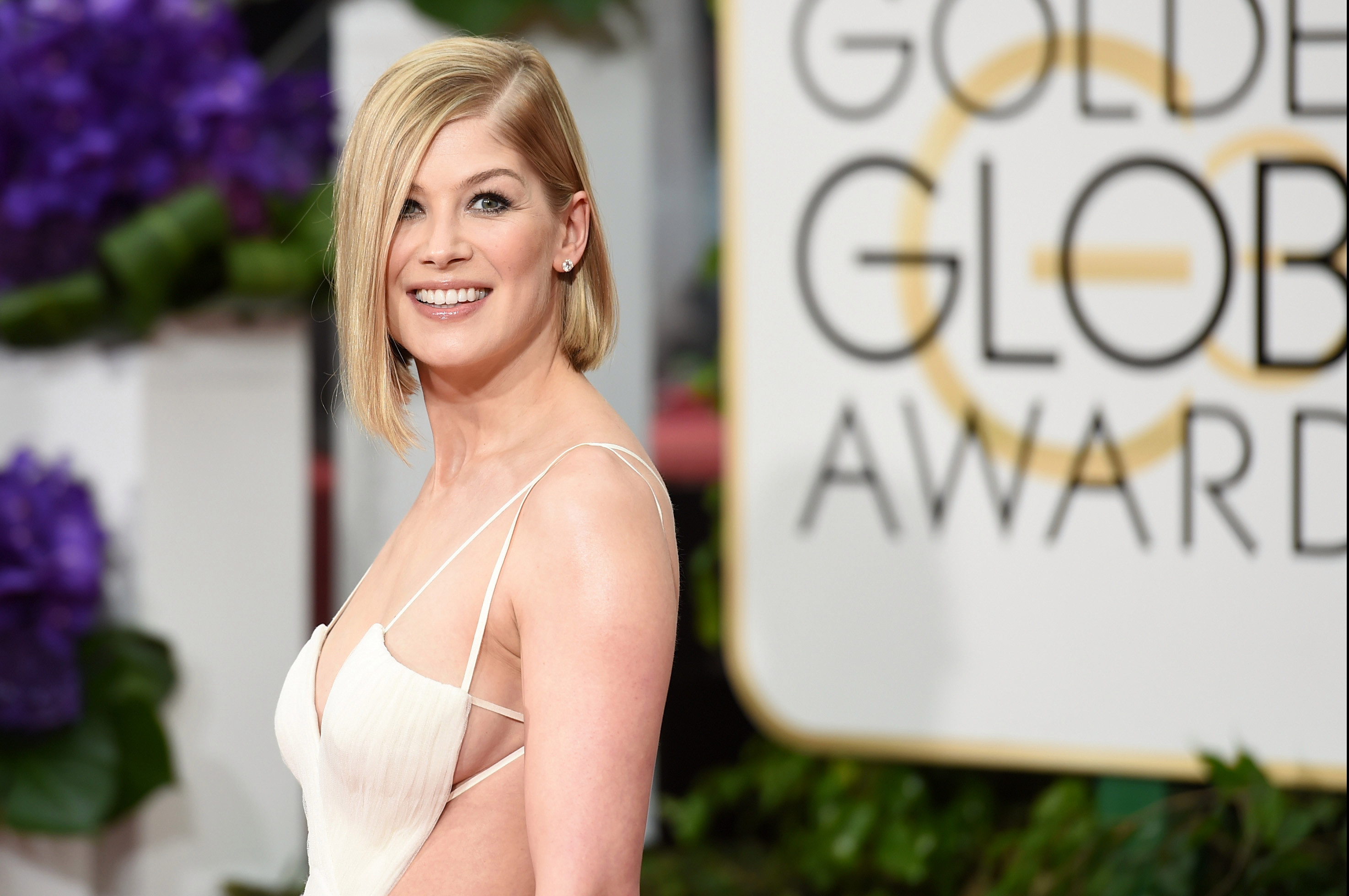 Rosamund Pike has 'deeply psychological' need to bury her awards in her back garden and we have so many questions