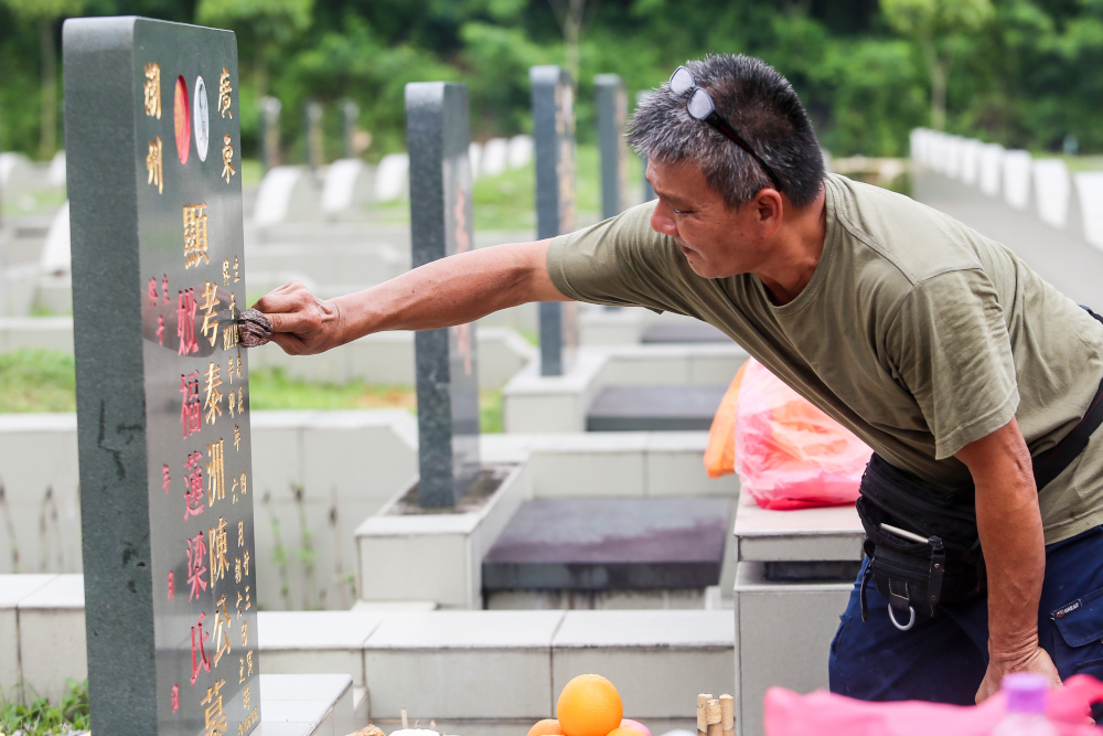 Planning to sweep tombs this Qing Ming? At some cemeteries, new rules in place to keep Covid-19 at bay