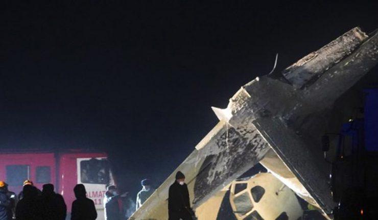 哈萨克飞机失事坠毁 造成4死2伤