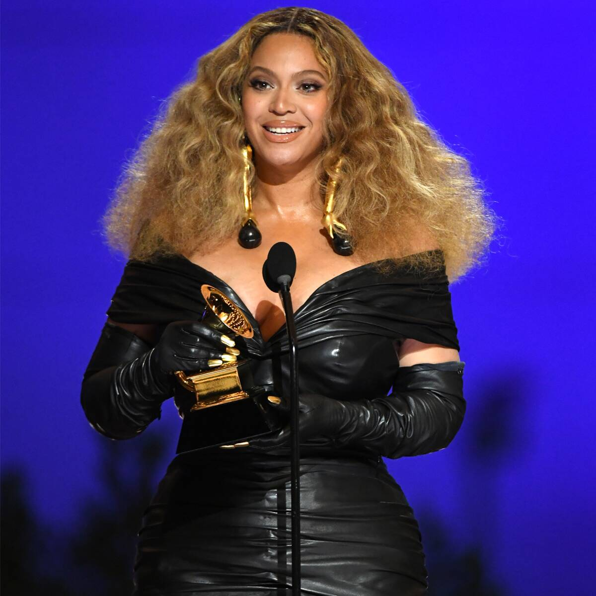 """Beyoncé Shouts Out Her """"Rock"""" Jay-Z and """"Babies"""" During History-Making Grammy Win"""