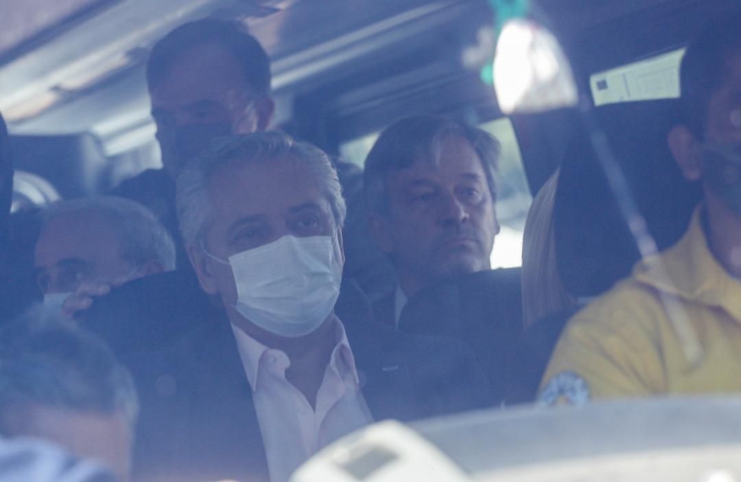 阿根廷总统视察林火 座驾遭民众围攻