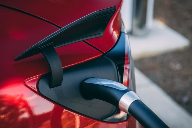 Can fuel cell cars compete with the EV boom