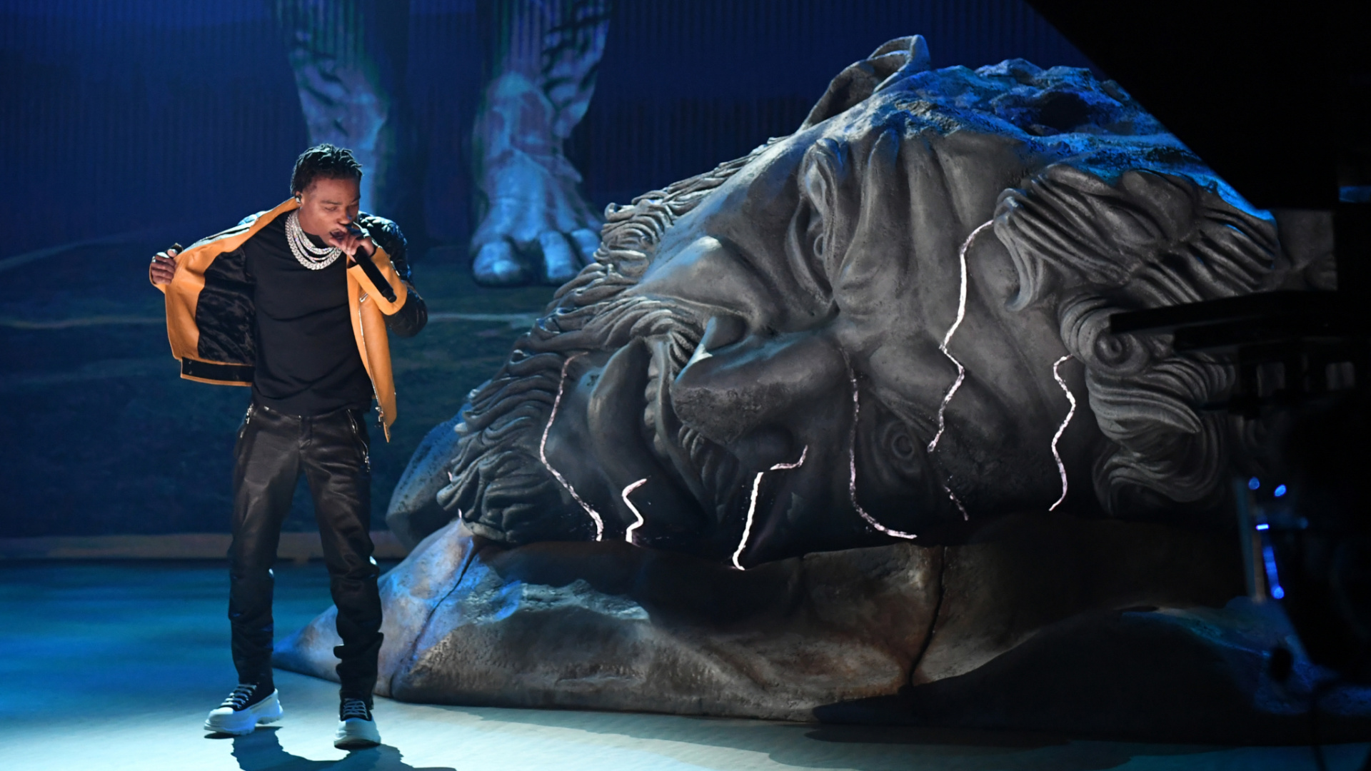 """Watch Roddy Ricch's 2021 Grammys Performance of """"The Box"""" and """"Heartless"""""""
