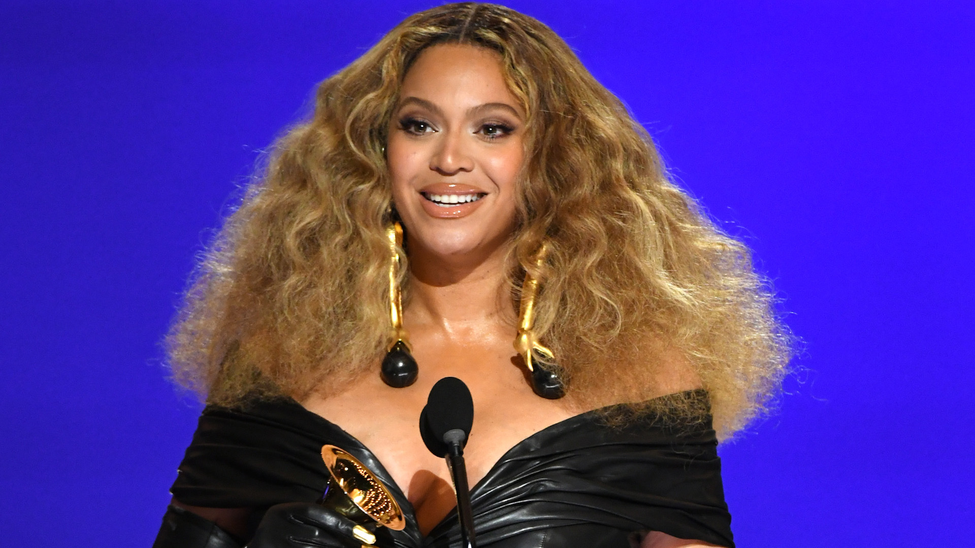 Beyoncé Breaks Record for Most Grammy Wins by a Singer
