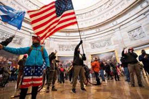 涉以危险武器袭击警察 参与美国会暴乱的两名男子被捕