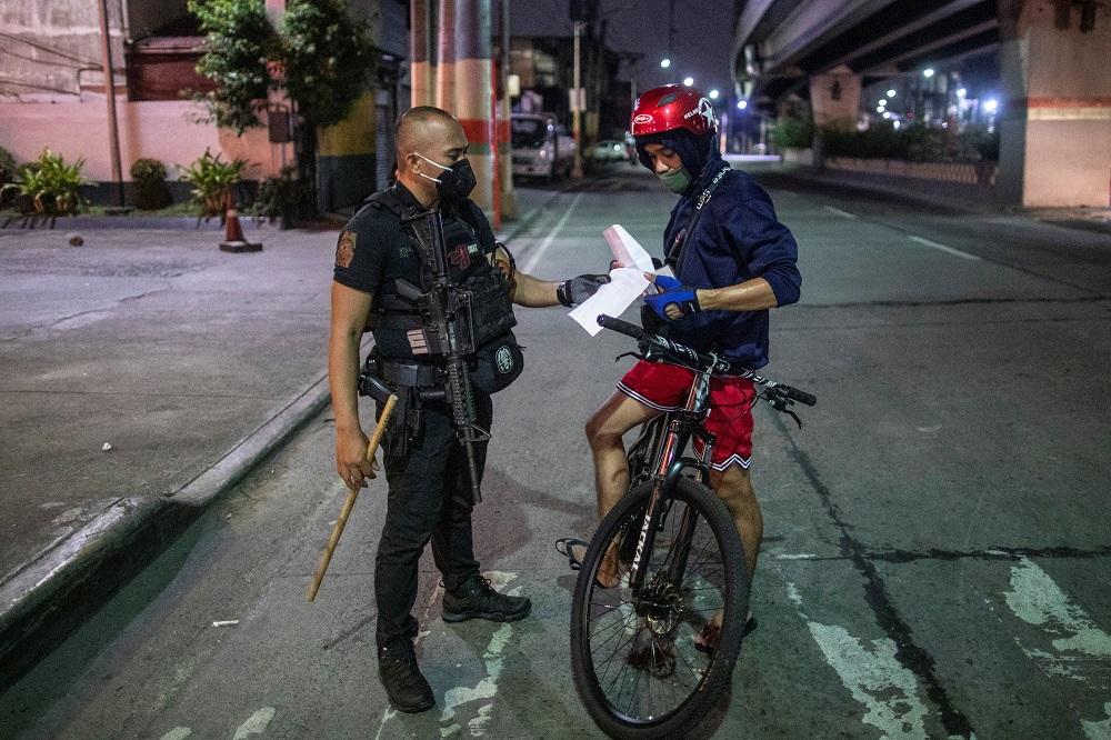 Philippines reports record 382 coronavirus deaths