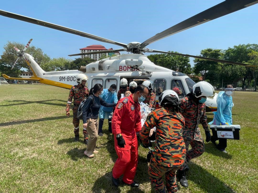 消拯紧急出动直升机 从彭亨载送病患飞槟