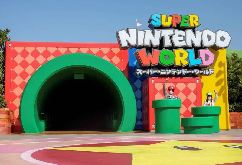 日环球影城任天堂园区开张 游客兴奋变身超级马里奥