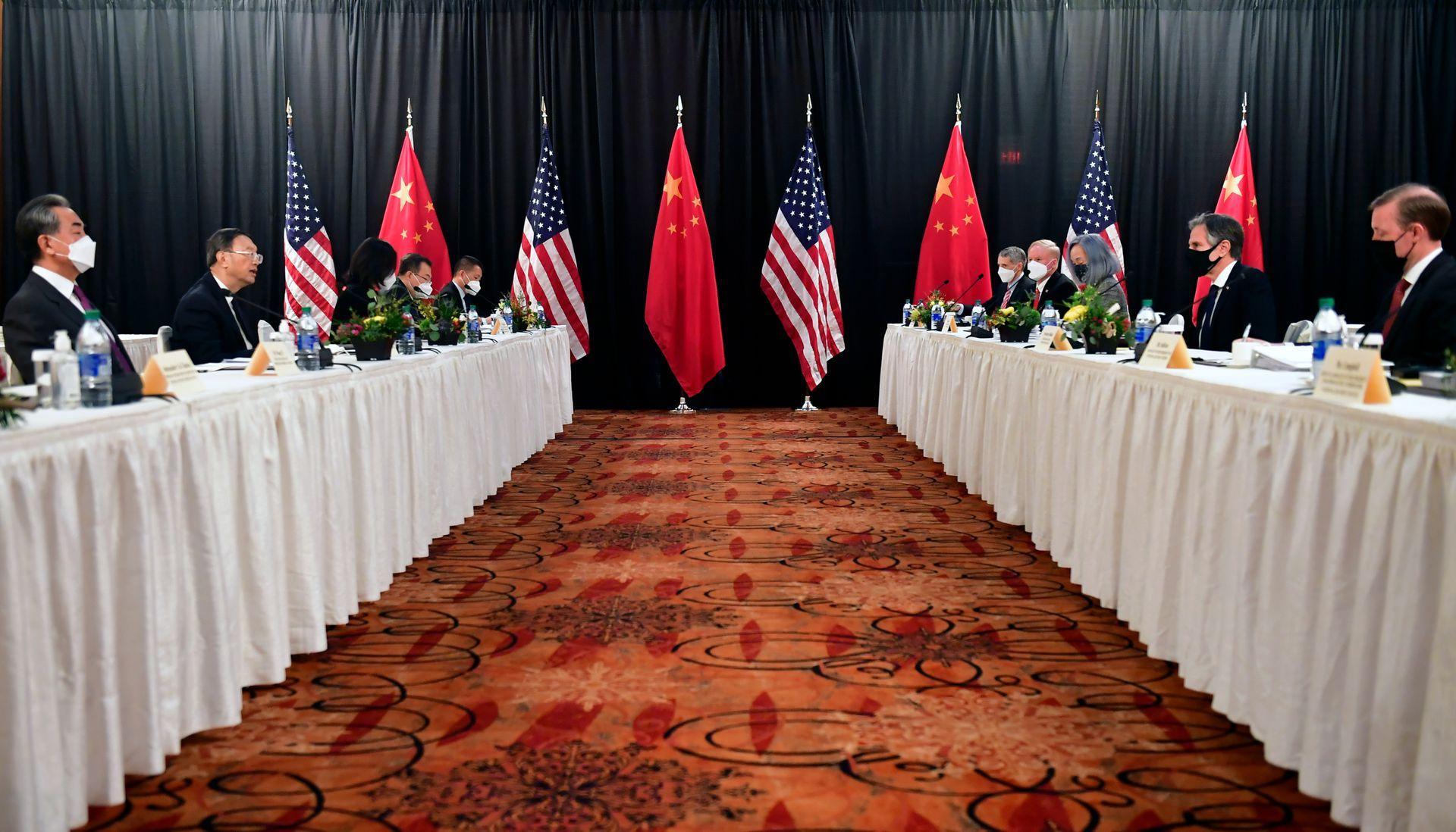 李显龙指明中国战胜美国关键要素,引爆中国舆论(组图)