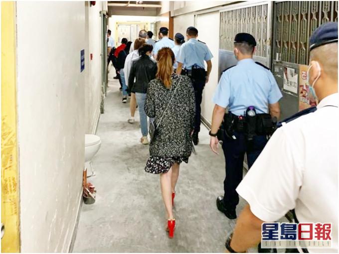 警捣观塘工厦黑帮麻雀赌档 拘22男女
