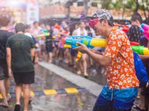 泰国连续2年取消泼水节活动 隔离措施4月起放宽