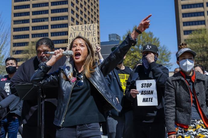 美国多地民众上街吁停止仇视亚裔暴行