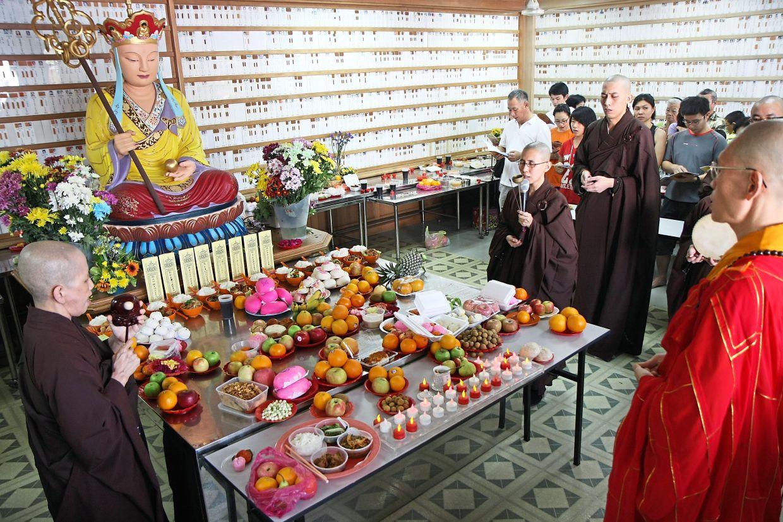 Qing Ming prayers by proxy